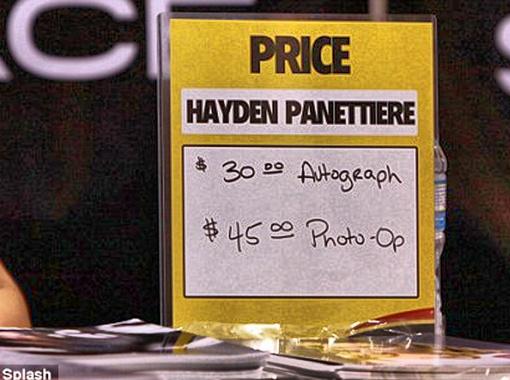 Автографы стоят по 30 долларов, возможность сфотографироваться - $45.