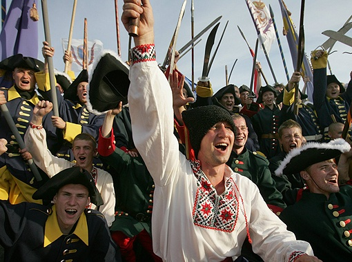 Полтавская битва была одним из ключевых сражений в истории украинского казачества (на фото - современная реконструкция событий).