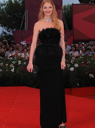 Светлана Ходченкова на красной дорожке Венецианского кинофестиваля.