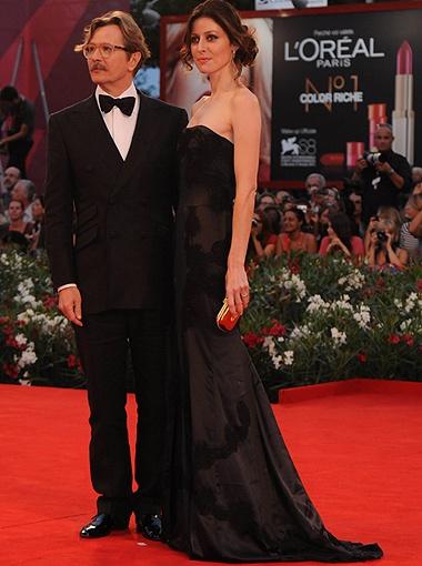 Гари Олдман с женой.