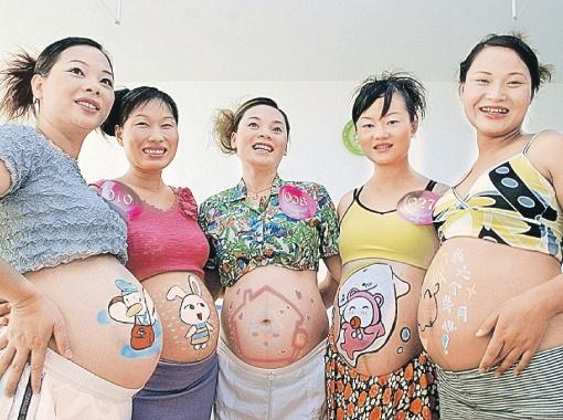 Беременные женщины очаровательны вдвойне! А кто ждет близнецов - так и втройне.