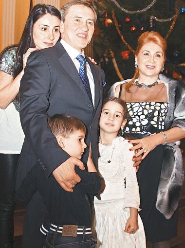 Кристина с родителями и детьми, названными в их честь, - Леонидом и Алиной.