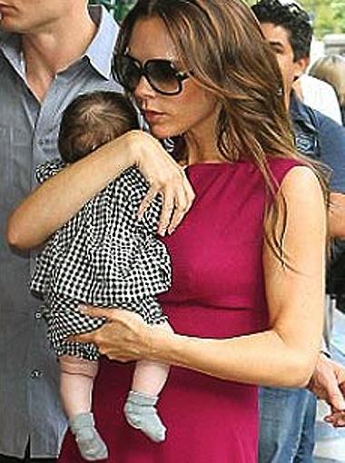 Через два месяца после родов молодая мама выглядит прекрасно. Фото DailyMail.