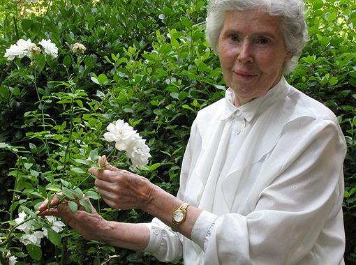 83-летняя Алла Ханило вот уже 65 лет служит хранительницей дома-музея. На работу ее принимала сестра писателя Мария Павловна.