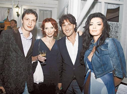 Директор канала Ольга Казберова с ведущими вечера Сергеем Комаровским и Дианой Дорожкиной.