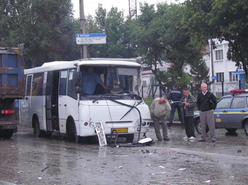 Автобус серьезно поврежден