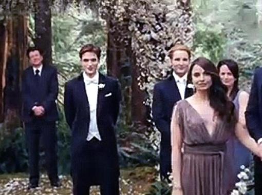 Бэлла все-таки пойдет в алтарю с любимым вампиром. Фото DailyMail.