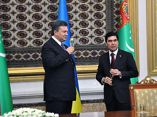 Лидер мусульманского государства с Виктором Федоровичем готов даже выпить.