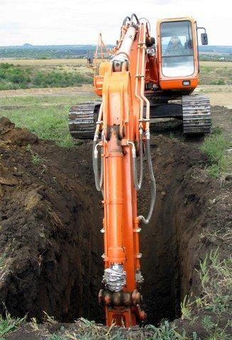 Подоспел экскаватор и вырыл яму.