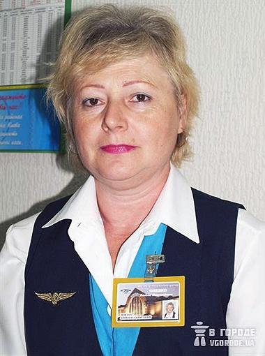 Администратор касс Любовь Олешко довольна новым сотрудником.