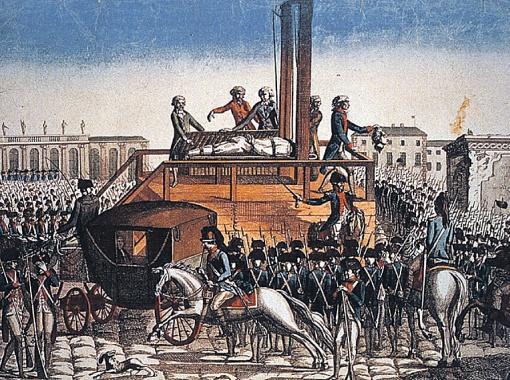 Во времена Французской революции рассказывали такие страсти: будто бы отрубленные головы спустя несколько минут открывали глаза и шевелили губами. Возможно, это не вранье.