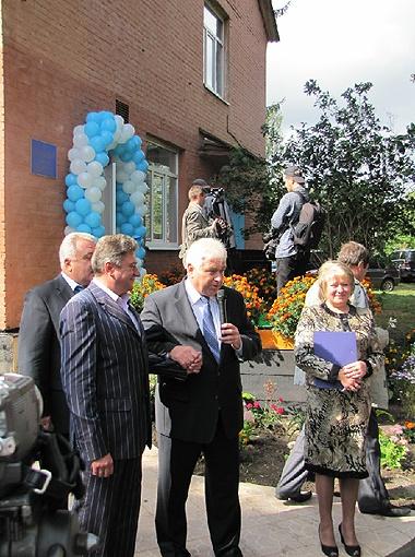 Анатолий Присяжнюк (в центре), Виталий Гудзенко, Адрей Немна и Меланья Щербак торжественно открыли детсад.