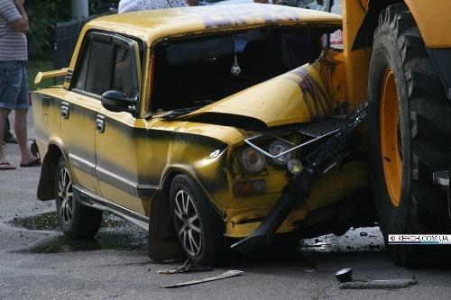 ВАЗ врезался в трактор. Фото kerch.com.ua.