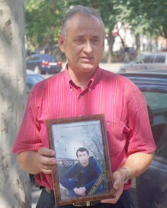 Отец погибшего Василий Карпенко собирается опротестовывать решение суда.Фото с сайта: timer.od.ua