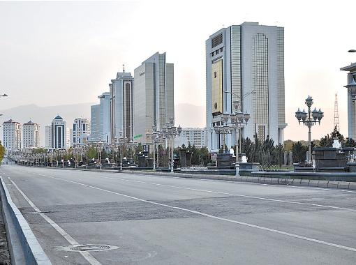 Пустые улицы - одна из главных загадок Ашхабада.