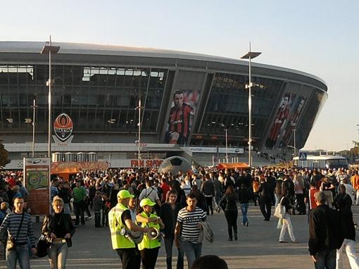 Это первый матч в этом сезоне, когда на стадионе собирается столько народа.