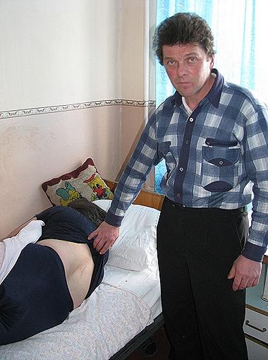 На 47-летнюю Раису Середюк из Ровенской области таинственный зверь напал возле кладбища, разорвав куртку и оставив на теле две глубокие царапины.