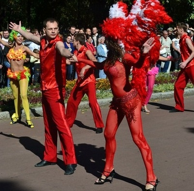 В шоу приняли участие пять команд профессионалов. фото предоставлено Ассоциацией латиноамериканского танца