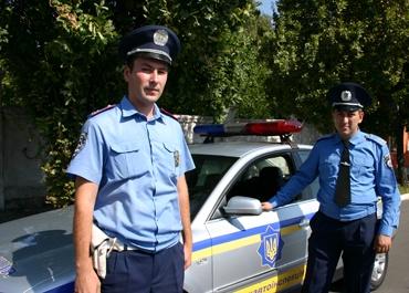 Начальник отделения розыска ОГАИ Мариуполя Федор Чебаненко и старший инспектор его подразделения Владимир Литовченко.