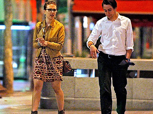 Скралетт и Киран прогуливались вместе по Елисейскими полям. Фото Daily Mail.