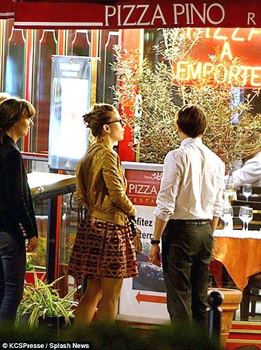 Влюбленные выбрали пиццерию... Фото Daily Mail.