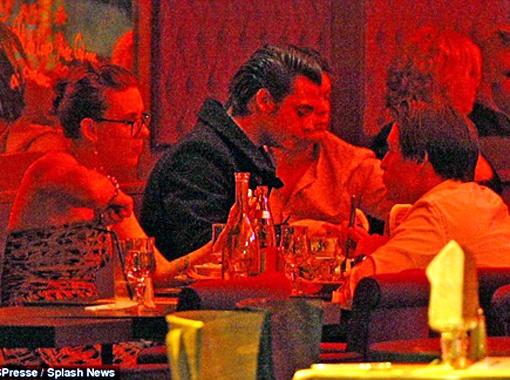 ..и поужинали тет-а-тет. Фото Daily Mail.