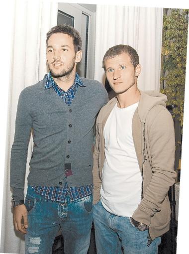 Динамовцы Нинкович и Алиев пришли поболеть за своих спутниц жизни.