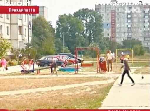 Стрельба возле многоэтажки подняла на ноги многих жильцов. Свидетели инцидента утверждают, что в мужчину палил сын нардепа Тарас. Фото tsn.ua