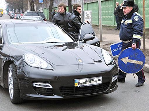 2009 год. Шеве помяли Porsche за 160 тысяч евро.