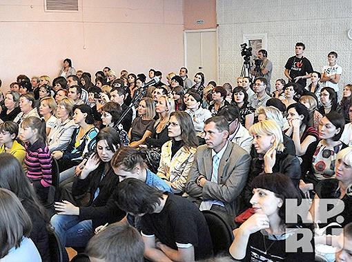 На встречу с Хабенскими пришли и школьники, и их родители, и журналисты. Фото Андрея Гребнева.