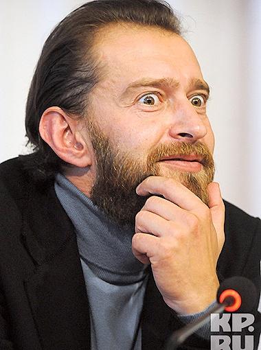 Любопытный одиннадцатиклассник озадачил актера вопросом о Миле Йовович. Но пока публика хлопала, гость придумал, как выкрутиться. Фото Андрея Гребнева.