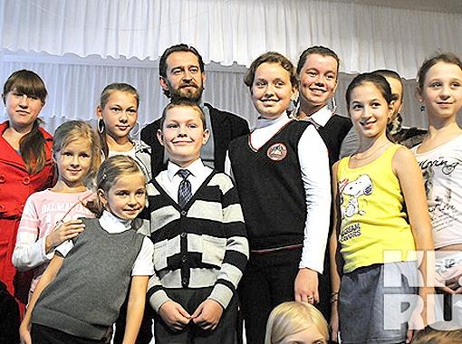 Первое собрание школьной студии закончилось фотосессией. Фото Андрея Гребнева.