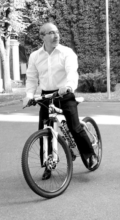 Единственная велодорожка в Харькове в районе Лесопарка. Фото Юрия Зиненко.