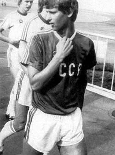 Леонид Буряк в составе сборной СССР играл в отборочных матчах чемпионата Европы-1976. В финальную часть советская команда не пробилась.