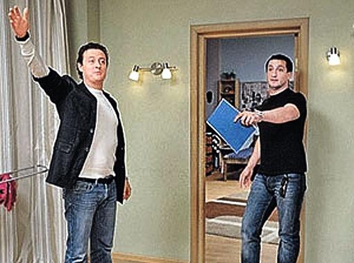 ... но и об Антоне (Станислав Ярушин, слева) с Майклом авторы не забудут. Фото Марины Волосевич.