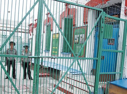Тюрьмы расширяются. Каждому заключенному по европейским нормам положено отвести 4 квадратных метра. Фото Артема ПАСТУХА.