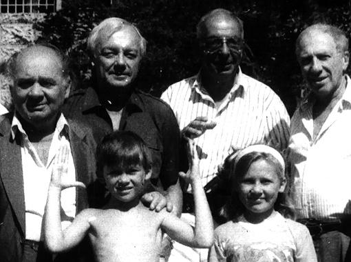 Группа курортников: Евгений Леонов, Кирилл Лавров, Микаэл Таривердиев, Сергей Юрский.