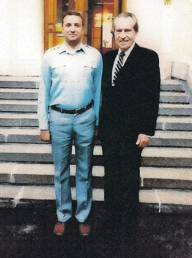 Никсон после вкусного обеда даже пожелал сфотографироваться с поваром Кремля.
