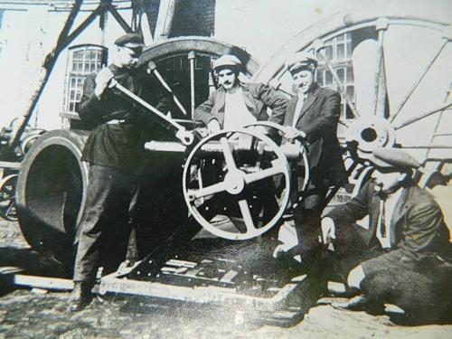 На заре своего существования завод производил сельскохозяйственную технику.