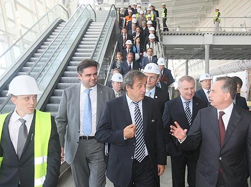 Во всех украинских городах главу УЕФА сопровождал вице-премьер-министр Украины Борис Колесников. Фото УНИАН.
