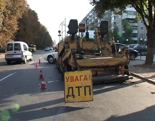 Рабочий машины заснул. Фото: delfi.ua