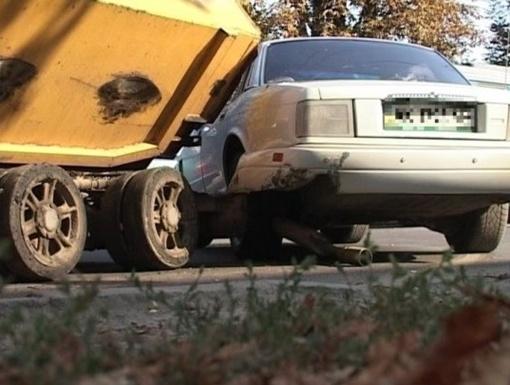 Дорогое авто сильно помято. Фото: delfi.ua