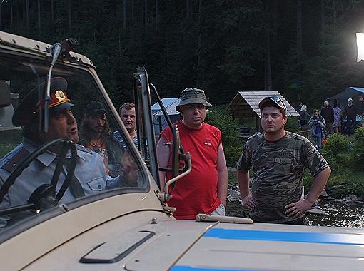 По сюжету, группа студентов приезжает на озеро Синевир на пикник. А там их поджидает мистическое чудище.