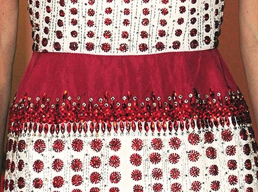 Платье Ингеборги затейливо расшито бисером и стразами.