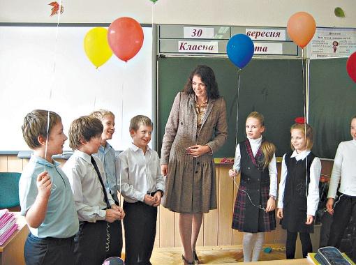 Александра не только учит детей английскому, но и может спеть и станцевать для них.