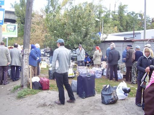 Люди упаковали товар и уехали. Фото КП