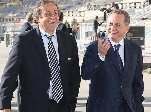 У президента УЕФА Мишеля Платини и вице-премьер-министра Украины Бориса Колесникова несомненно есть повод для радости:  подготовка к турниру идет по плану.