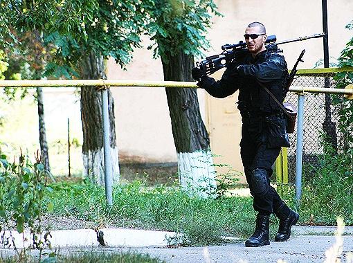 В штурме бандитского логова принимали участие профессиональные снайперы.