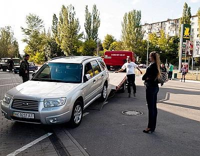 Праздник эвакуаторов: одновременно в Инкермане заглохло 35 клиентов. Фото с сайта nr2.ru
