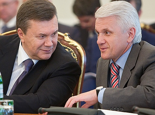 Янукович встал на сторону Литвина в конфликте с министрами-прогульщиками.